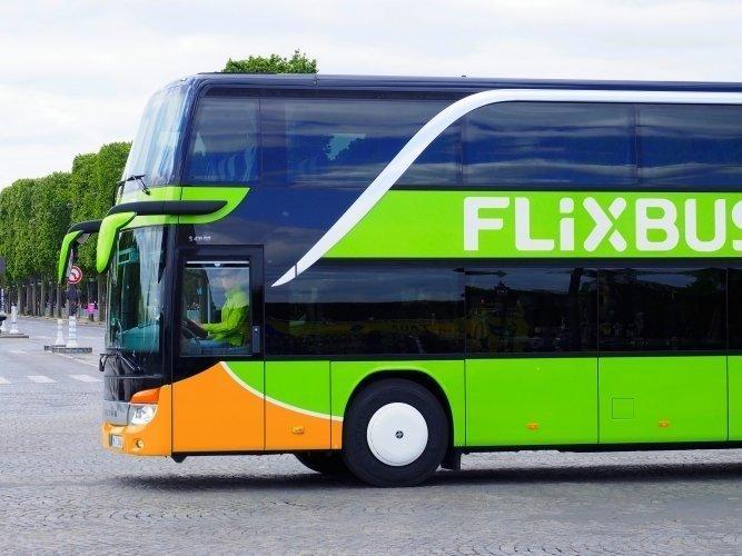 Bus fra FlixBus, set fra siden